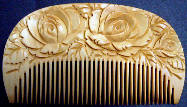 Carved boxwood comb -Rose-